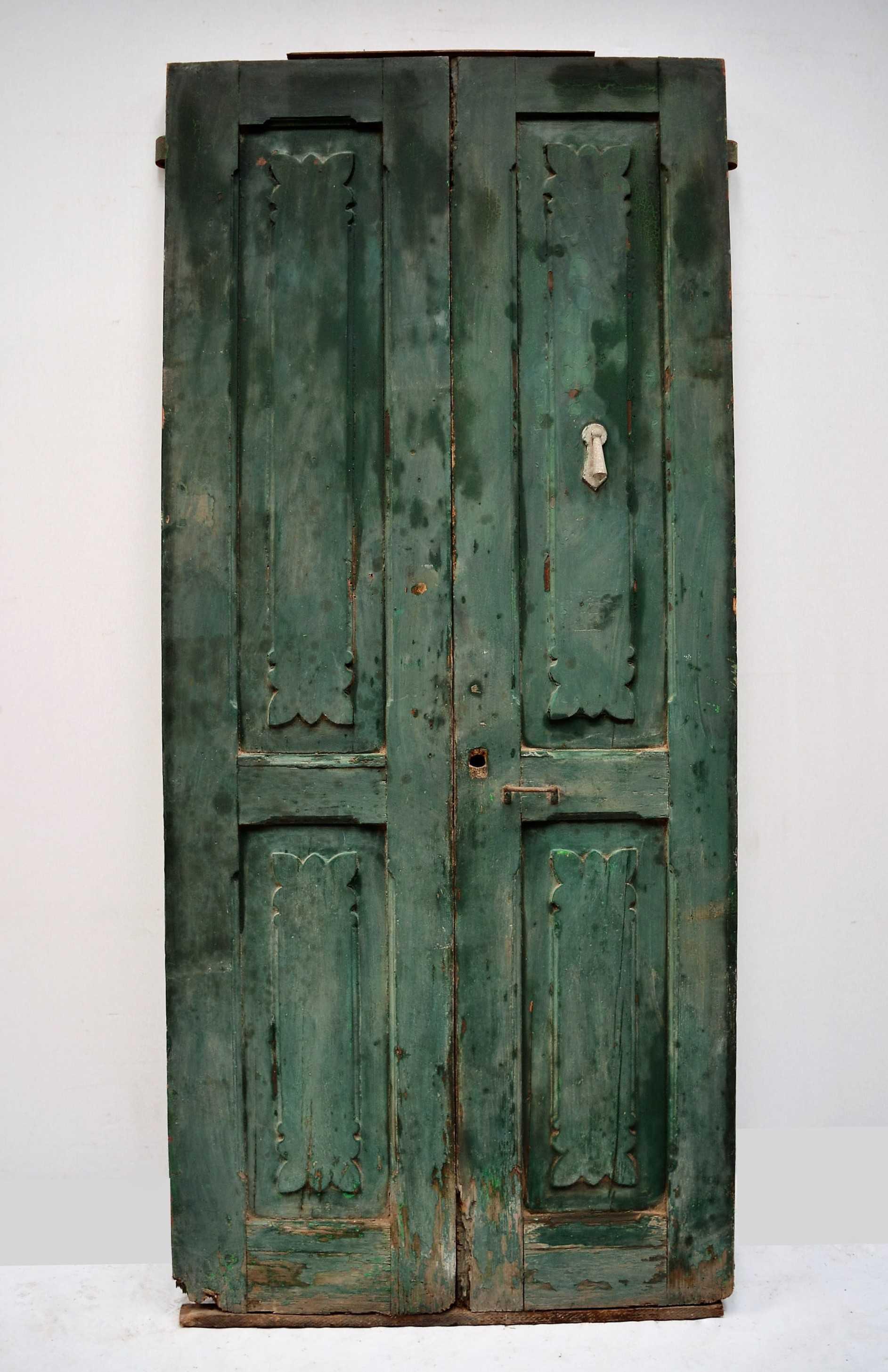 Puerta de madera doble verde for Puerta doble madera